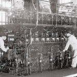 赤阪-三菱UEエンジン初号機